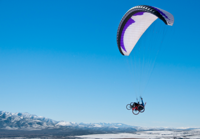 Can people with disabilities try paragliding