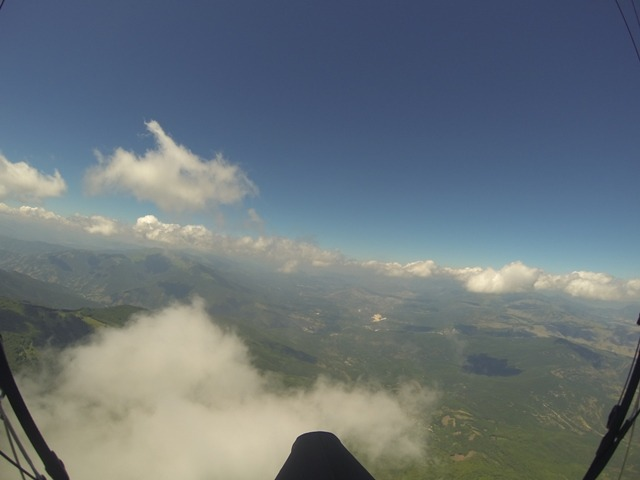 Paragliding-Clouds
